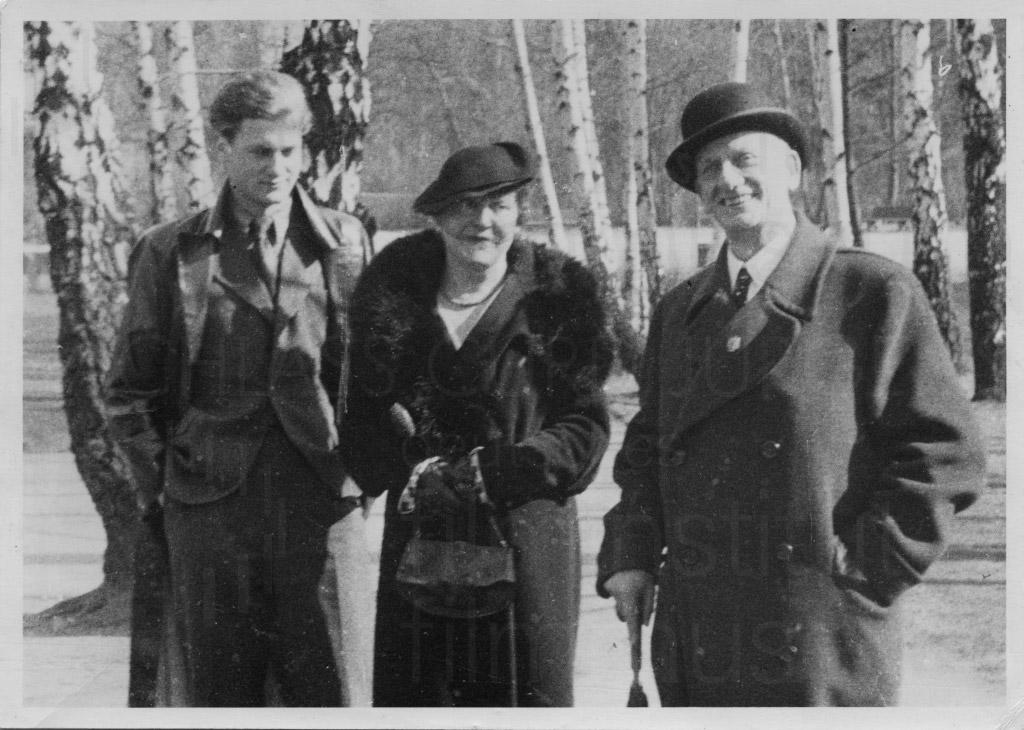 Curd Jürgens mit seinen Eltern, um 1932