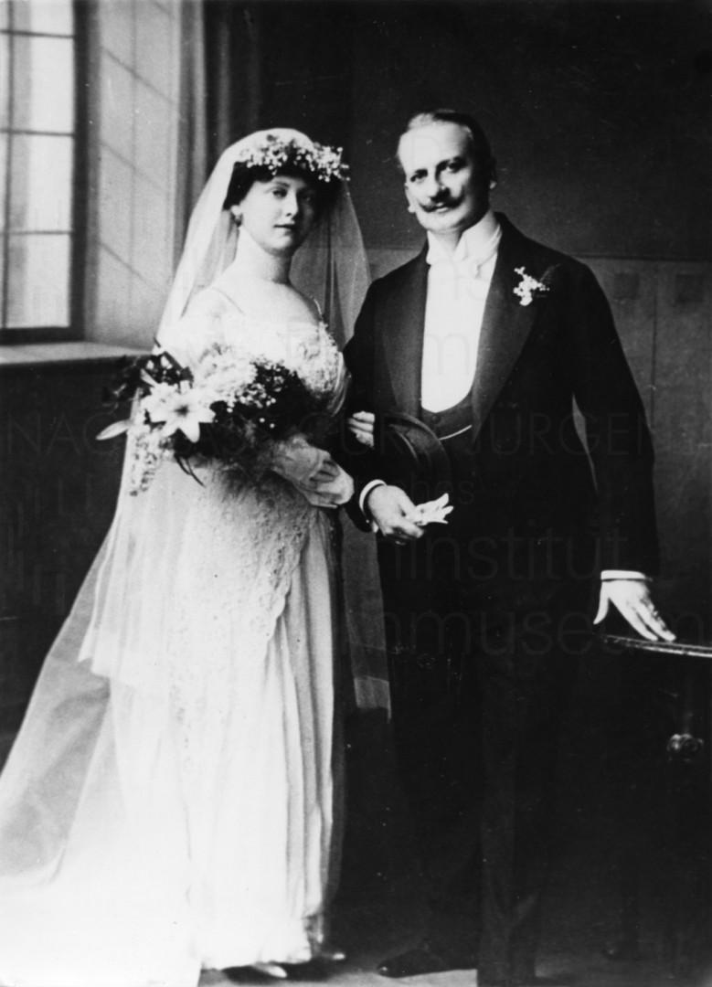 Hochzeitsfoto der Eltern, um 1900