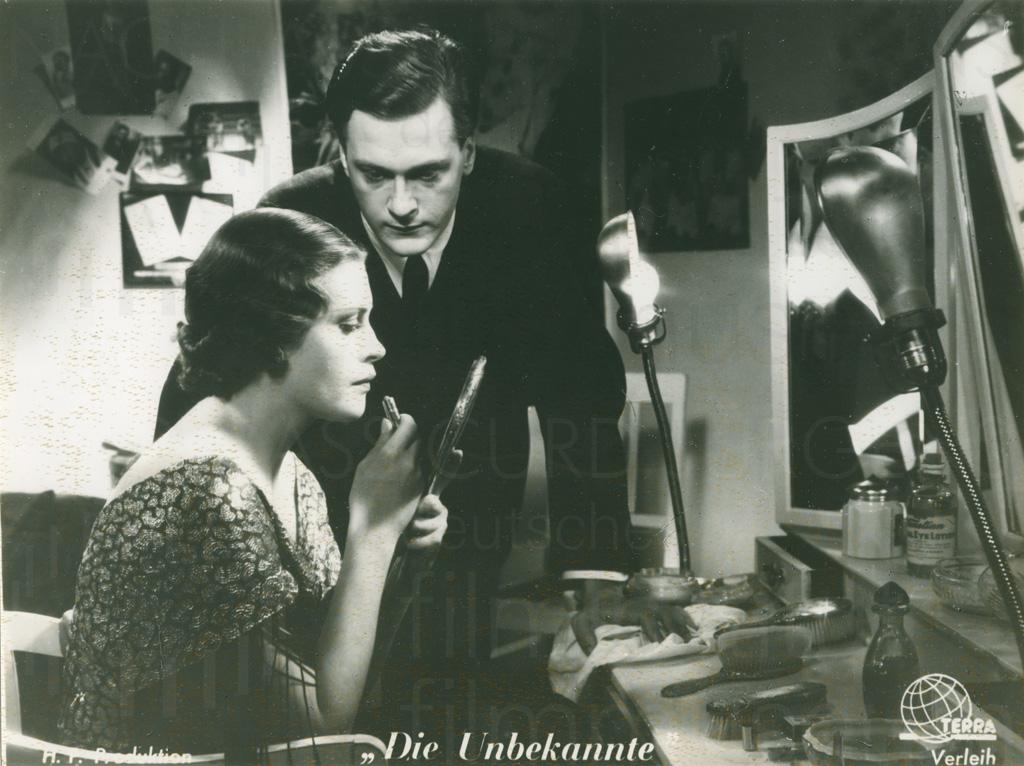 DIE UNBEKANNTE (1936)