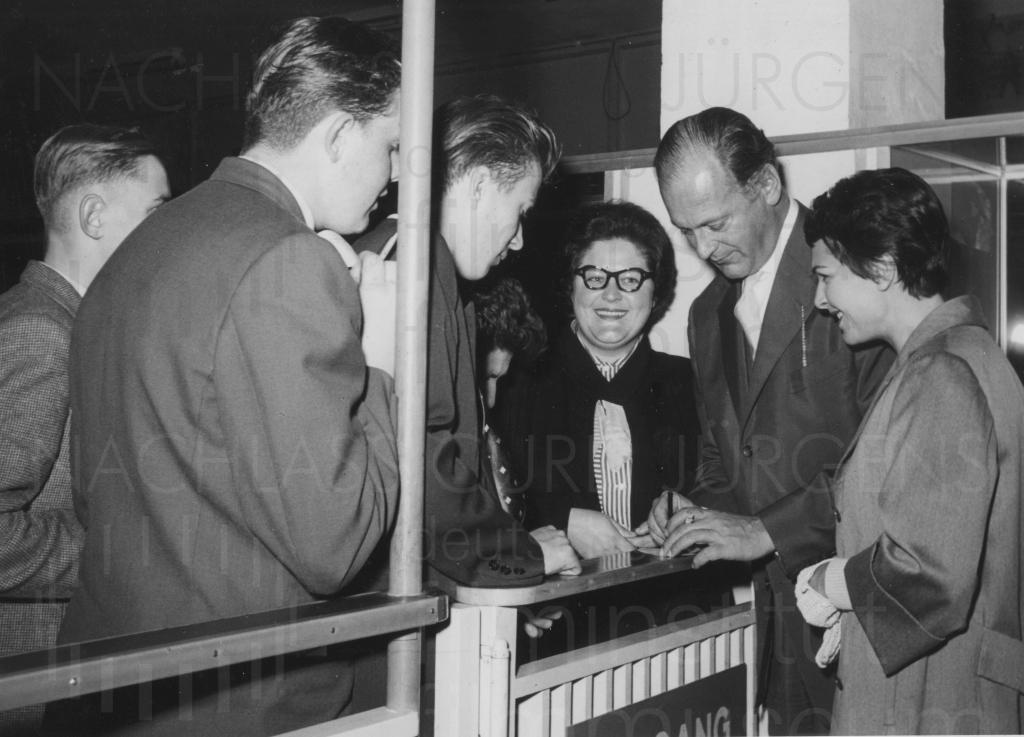 LES HÉROS SONT FATIGUÉS (1955)