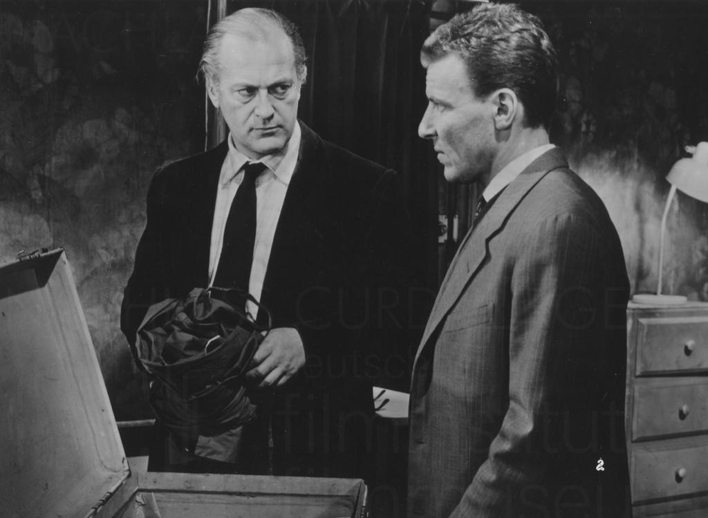 LES ESPIONES (1957)