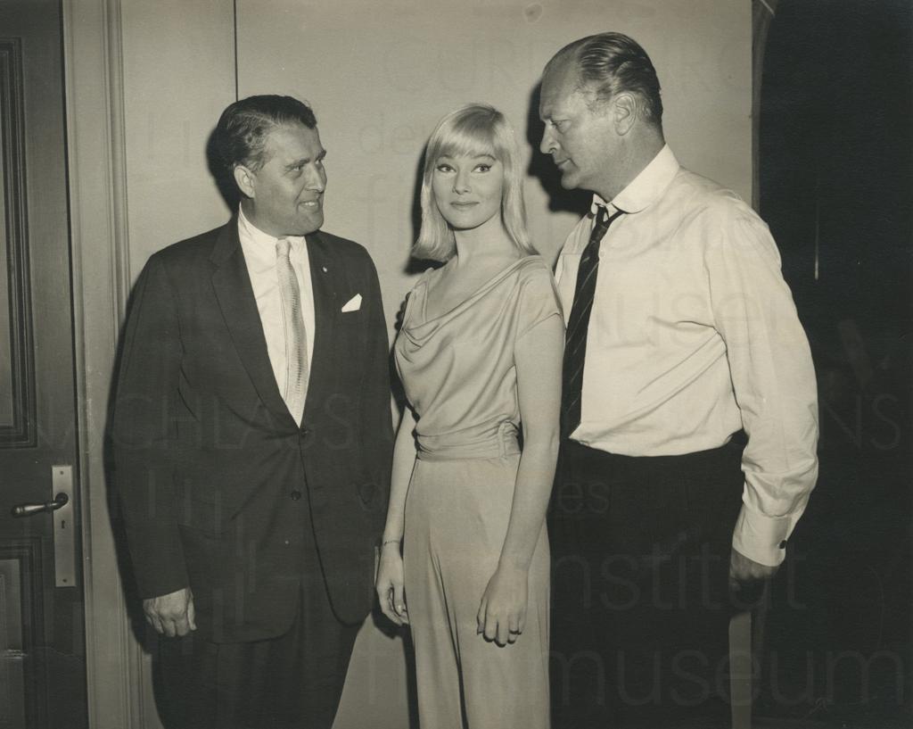 Curd Jürgens mit Wernher von Braun und May Britt