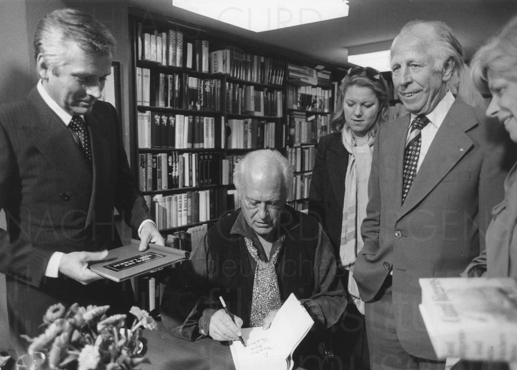 """PR-Foto, Autogrammstunde """"...und kein bisschen weise"""", 1976"""