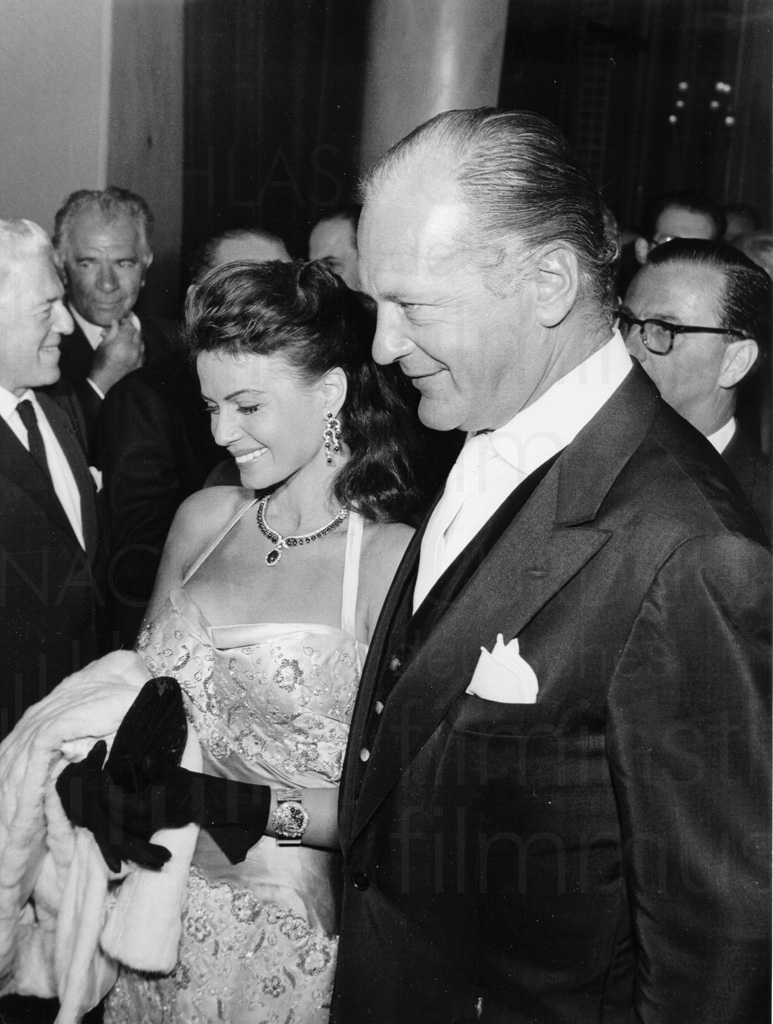 Curd Jürgens mit Eva Bartok in Cannes, 1957