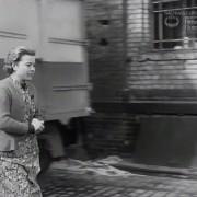 """DIE RATTEN (1955) Screenshot """"Am Tor"""""""