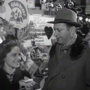 """DIE RATTEN (1955) Screenshot """"Auf dem Weihnachtsmarkt"""""""